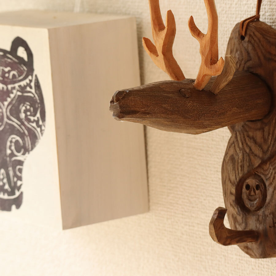 鹿をはじめとする野生動物や植物たちもモチーフを印象的に使った商品づくりも。