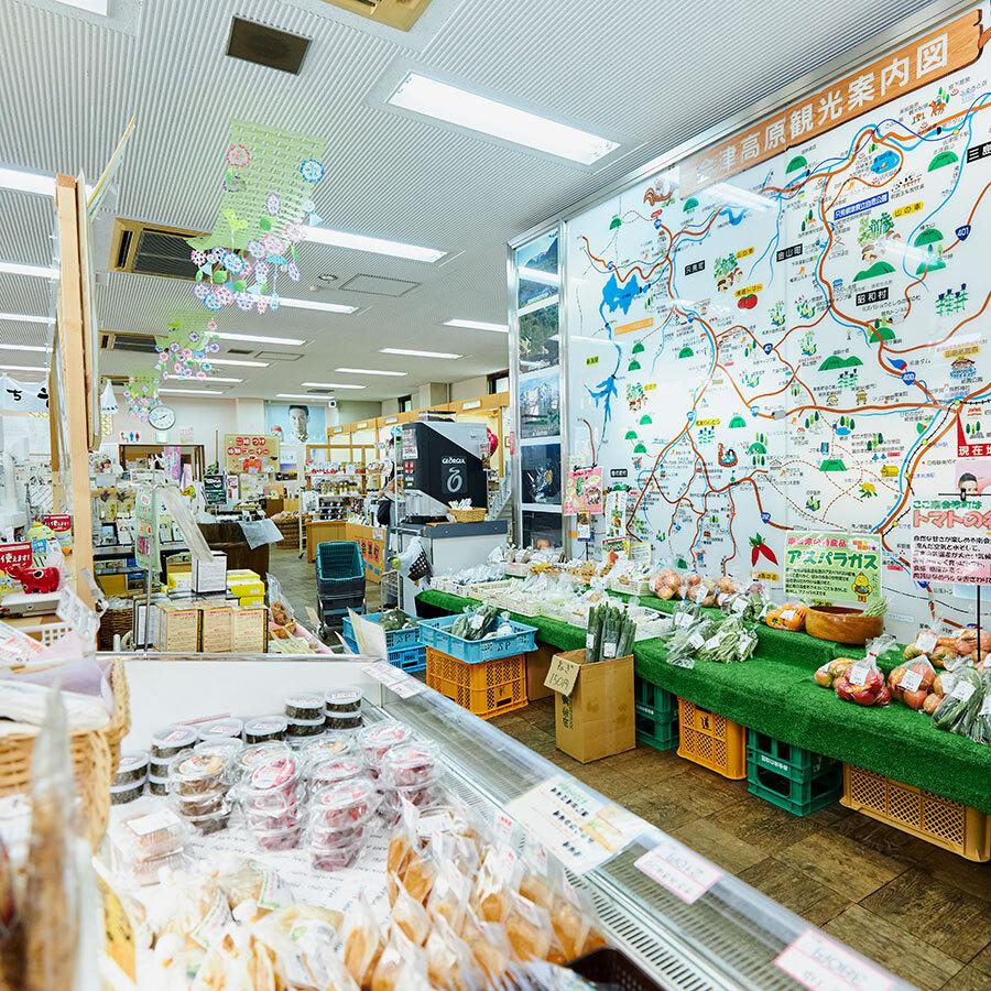 「やまなみ」は南会津の物産販売だけでなく、観光情報などの発信地としても機能。