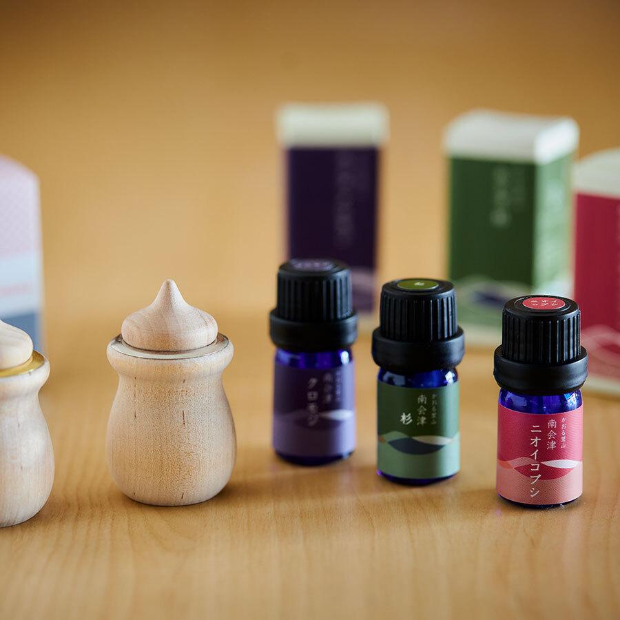 ラベルのデザインにも、香りからイメージされる豊かな色彩をのせて。