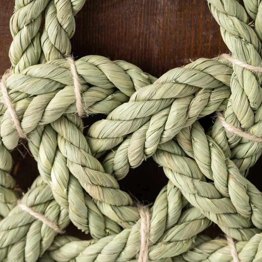 家内安全を願うための祝結び。右縄と左縄で、「しっかりと結びつく」さまを表現。