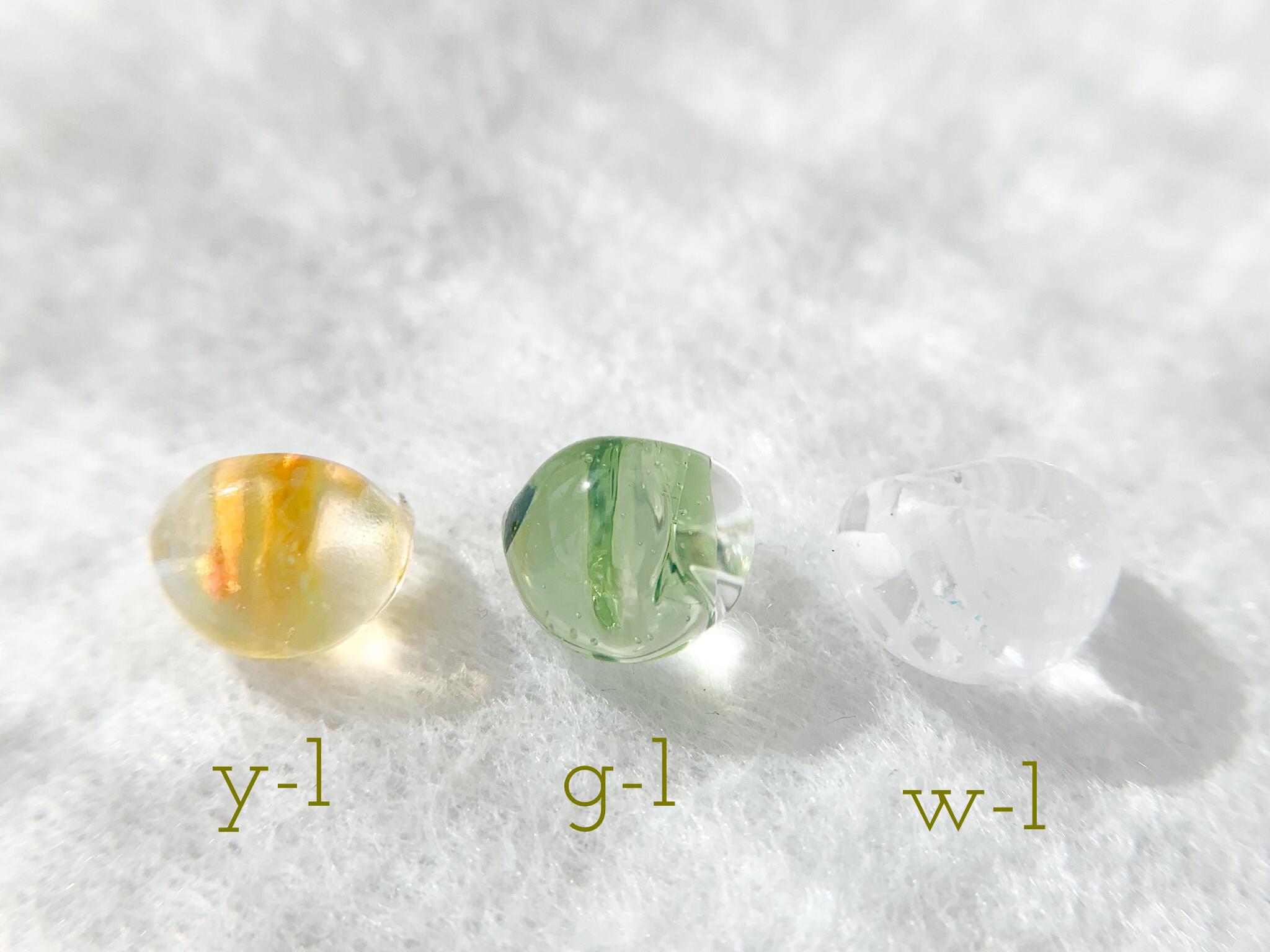 y-1ははちみつカラー。b-2は優しいグリーン。w-1は白のマーブル模様です