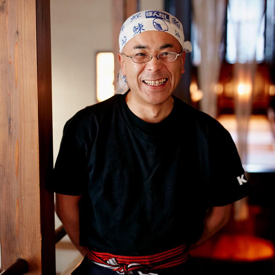 会津の幸をふんだんに盛り込んだ料理でおもてなし。スタッフの室井義昭さん。