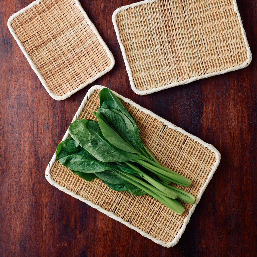 葉野菜などにちょうどいい大き目サイズ。干し野菜づくりにも使いやすい(角盆ざる尺2寸)