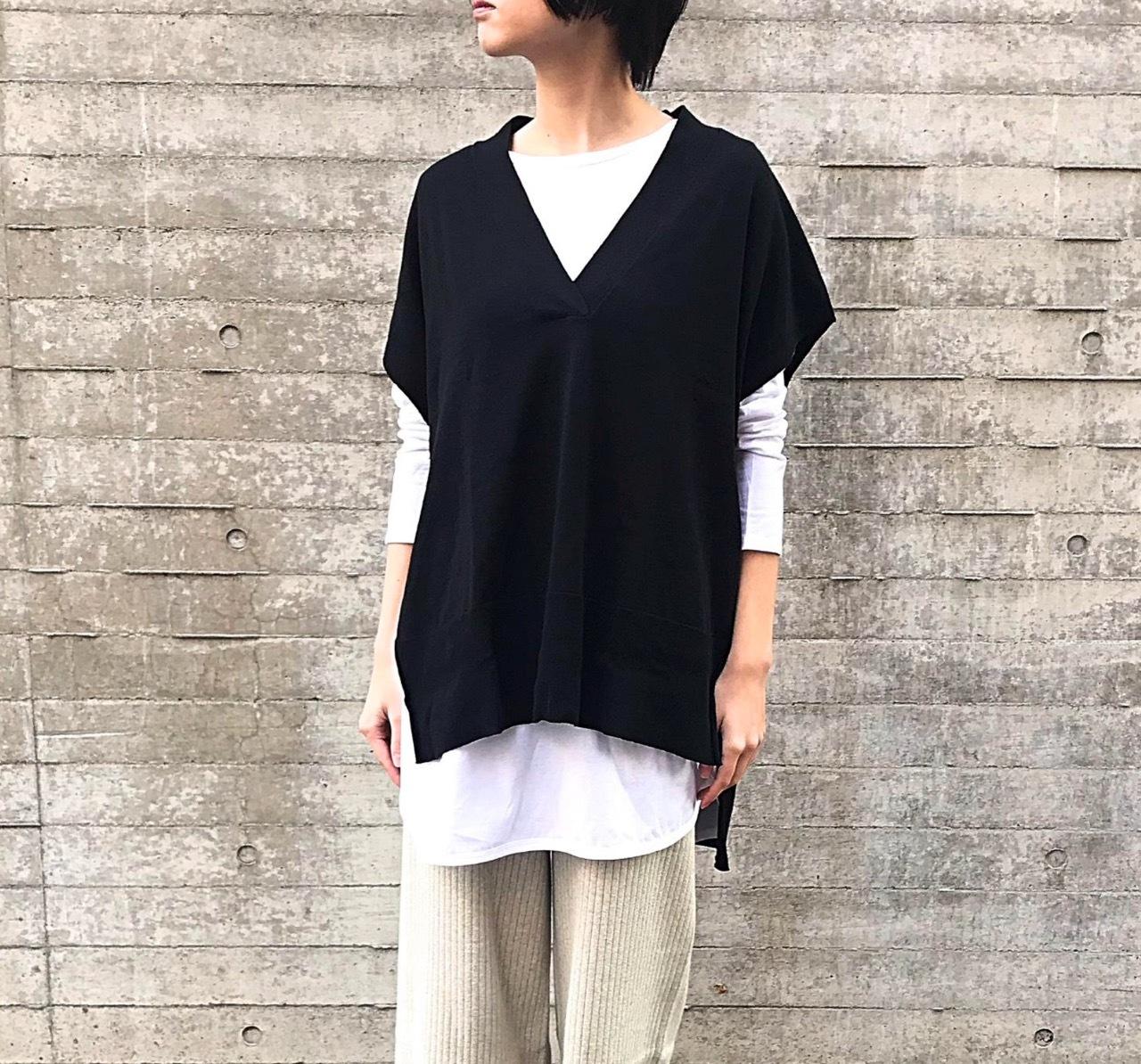 着用カラー:BLACK