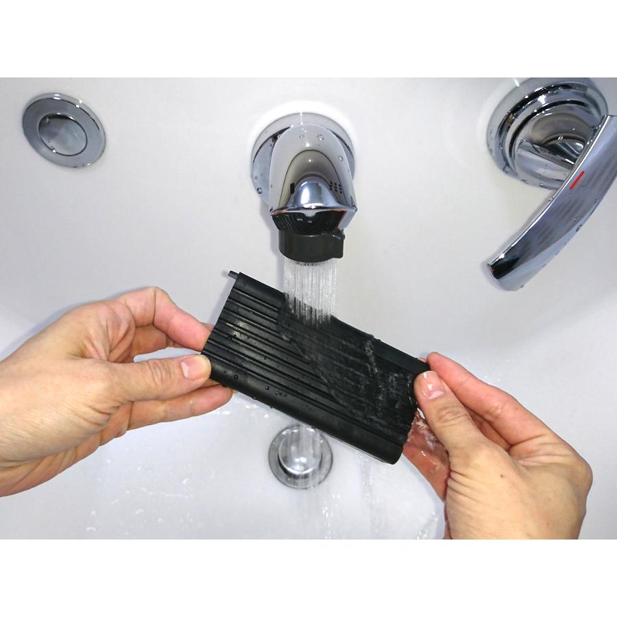 耐水、耐薬品性にも優れ、直接の水洗いや