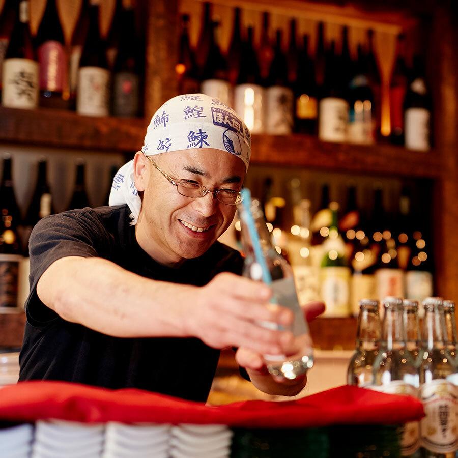 『海人山人 ちょっ古蔵』では瓶のまま、ストローで楽しむスタイルで提供。