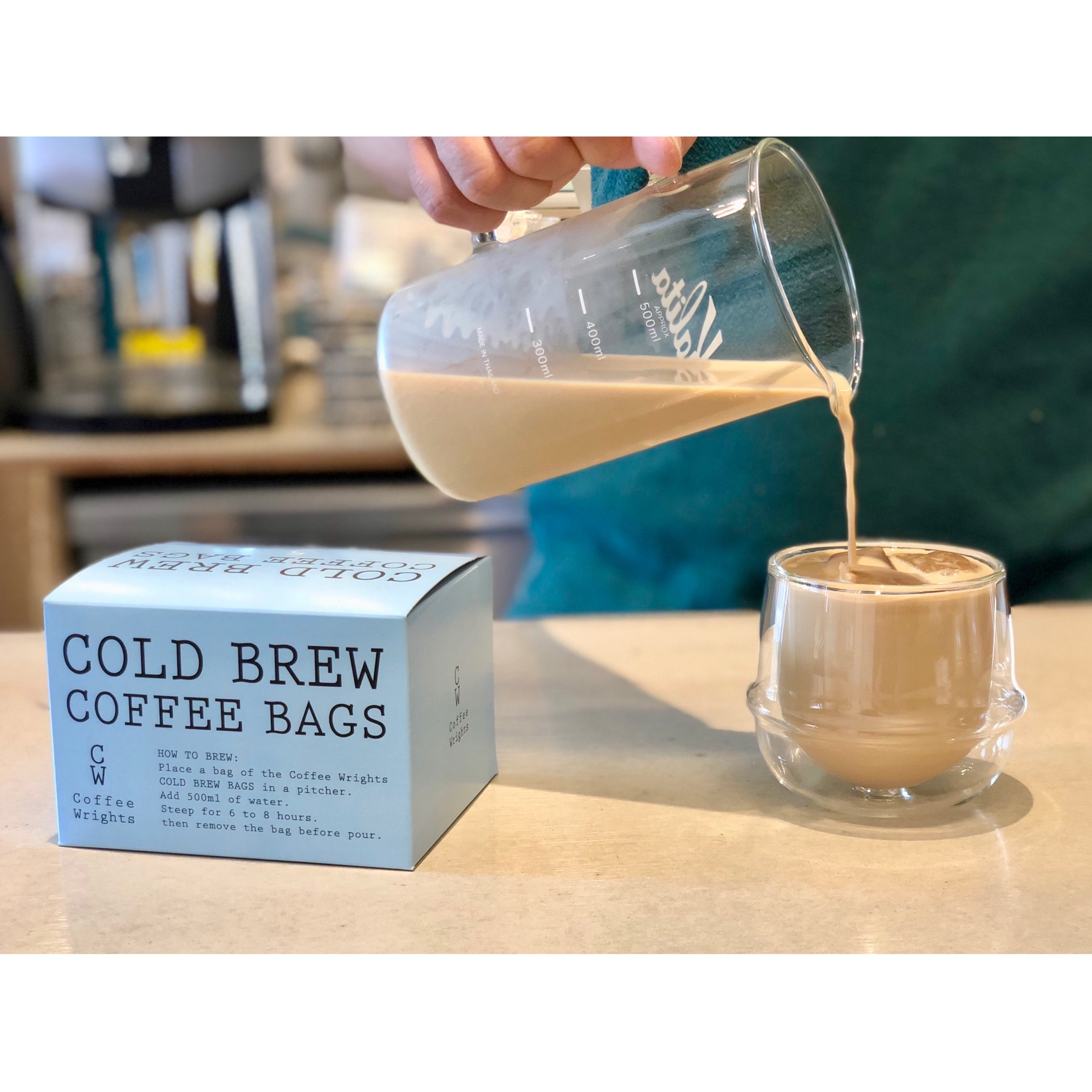 抽出が終了したらバッグを取り出して氷を入れたグラスに注げばできあがり!!カフェラテラバーはお試しを!