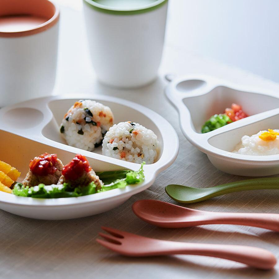 「MELA2-TONEベビー食器セット」と、「PERA2-TONE初めての食器セット」。