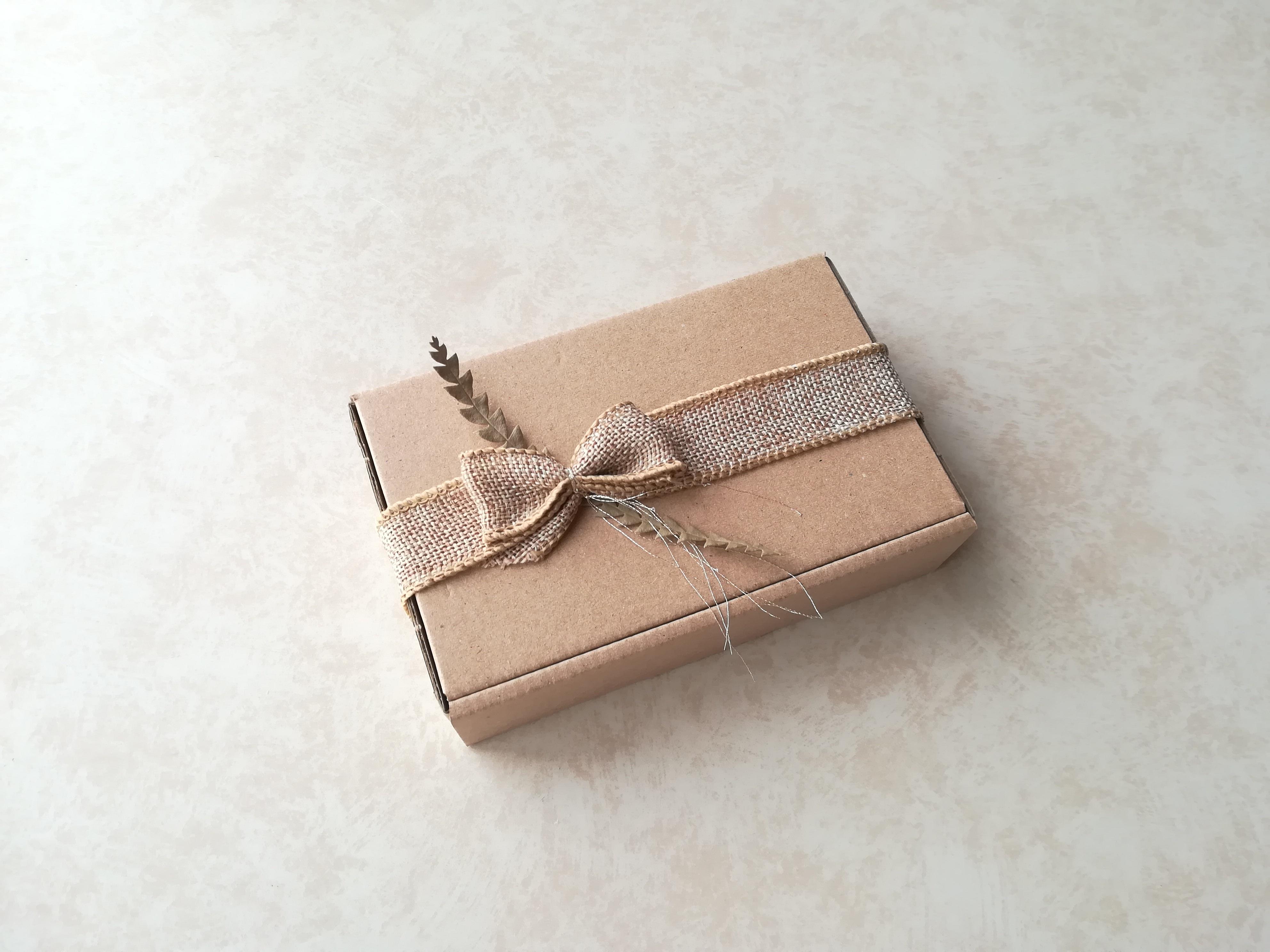 クラフトBOX+麻リボン+ドライリーフのシンプルなパッケージでお届けします♡
