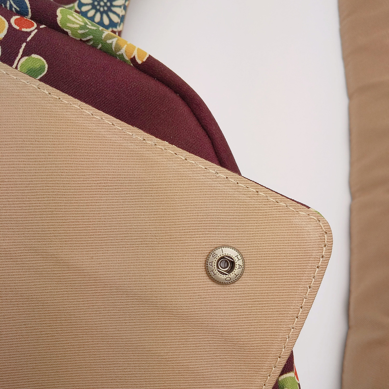 外ポケットの形を綺麗に出すために、先端5cmのみ芯材を入れてあります。