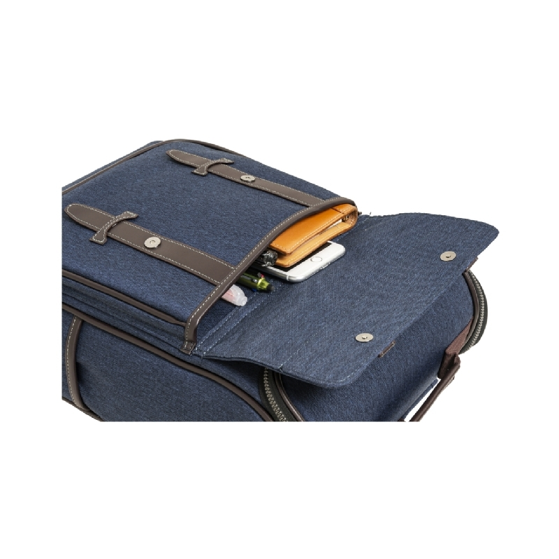 タブレットPCや、小物収納に便利なフロントポケット