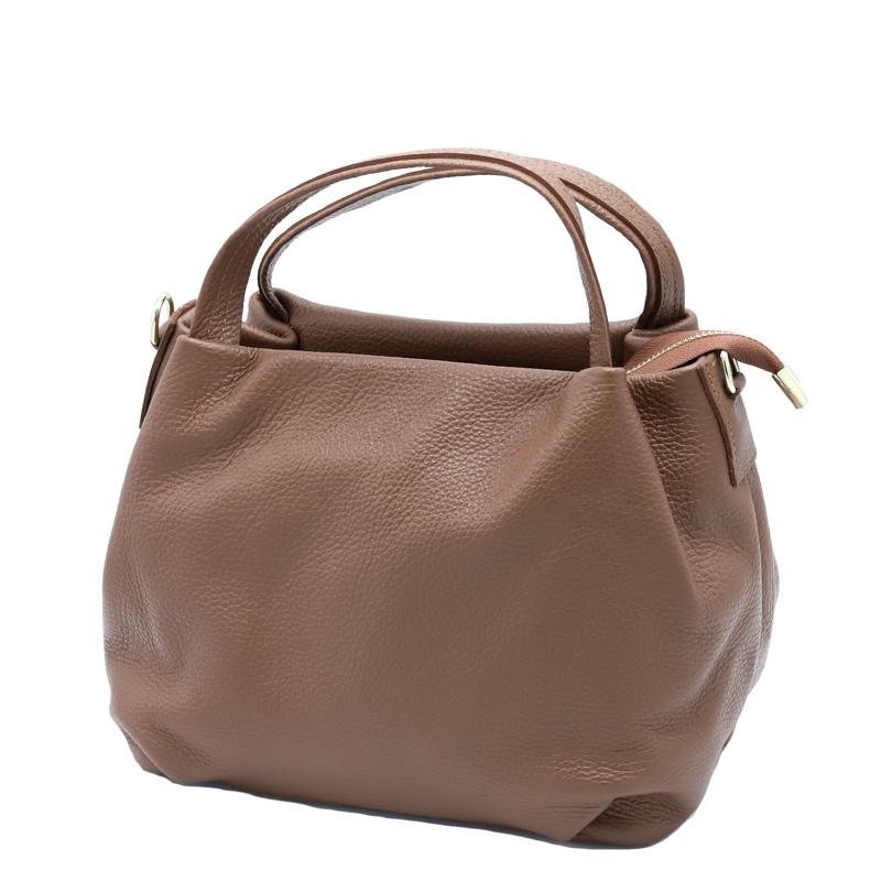チョコレート色のおしゃれな2WAYバッグ