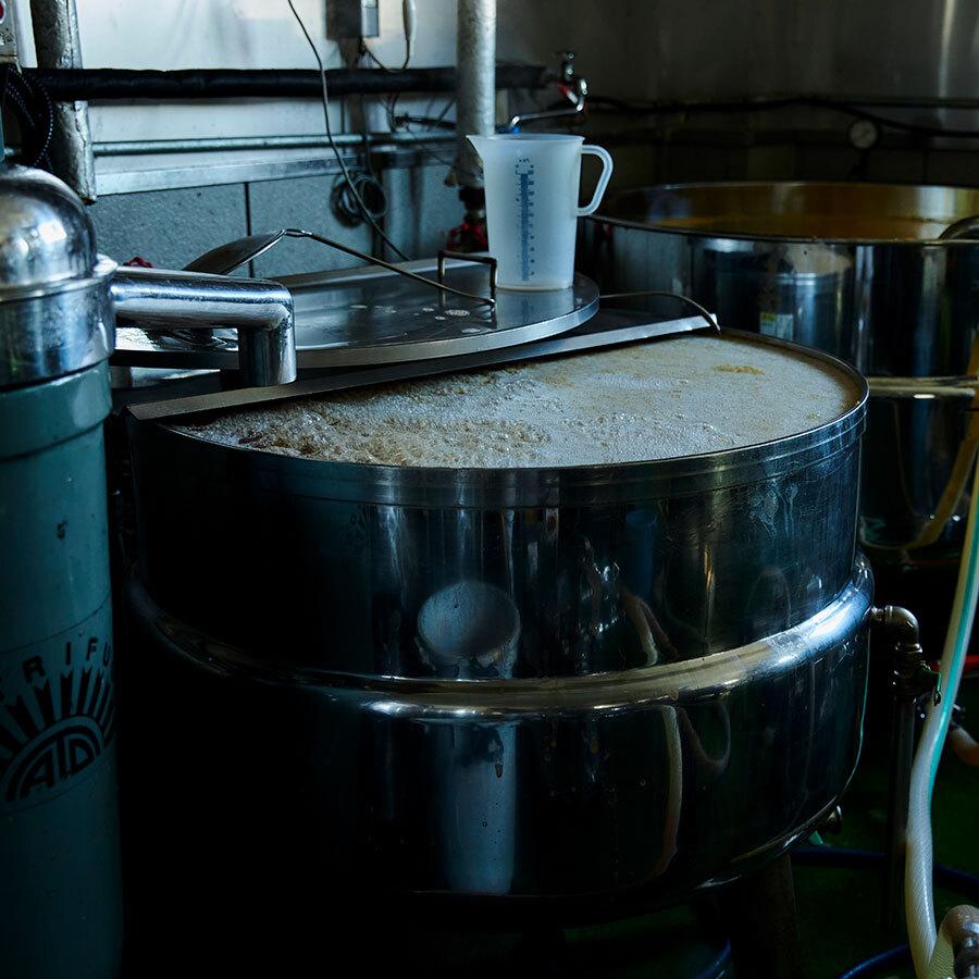 搾汁したあかつきの果汁を瓶に充填するために、90℃程度に温める工程を挟む。