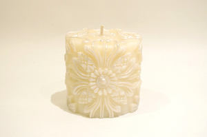 BeeMyCandle Campaka Piller/White