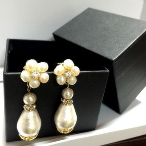 pearl flower pierce