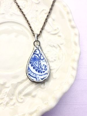 【Broken China Jewelry】antique blue / tear drop necklace