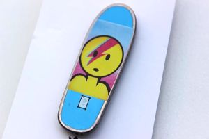 PRIME LANCE MOUNTAIN DOUGHBOWIE BOARD COLLECTIBLE PIN BLUE