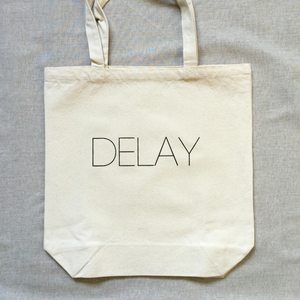 DELAY TOTE BAG white
