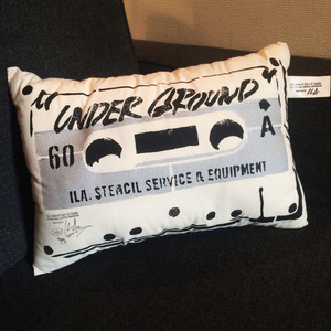 ILA. CASSETTE TAPE Cushion i-CTC-02 silver