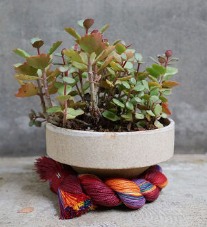 SHRINE ROPE POT S