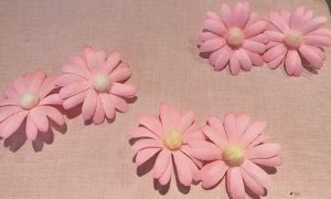 """fig_ui - """"pastel pink daisy"""" earring"""