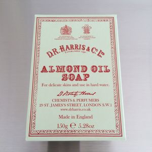 D.R.HARRIS / almond oil soap 150g