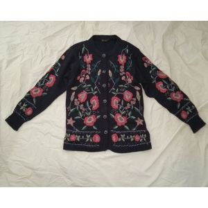 NAVY EMBROIDERY KNIT