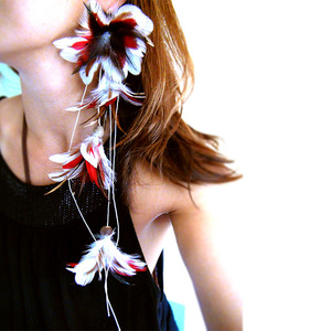 Patricia & Didi フェザーピアス : Lady in Red :PD009