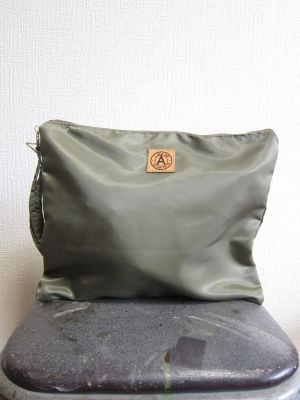 A WAGON SHOP : MA-1 クラッチバッグ<Olive>