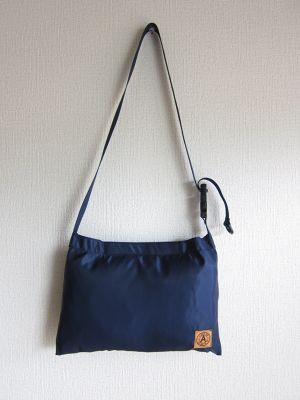 A WAGON SHOP : MA-1 サコッシュ<Navy>