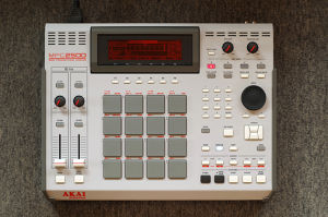 "MPC2500 ""101"" custom by ghostinmpc (JJOS XL, 128MB RAM, 80GB HDD)"