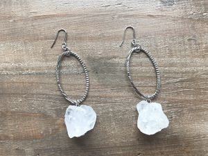 Big crystal x oval earrings (color:silver)