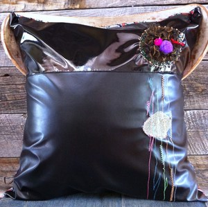 deco pillow/emblem
