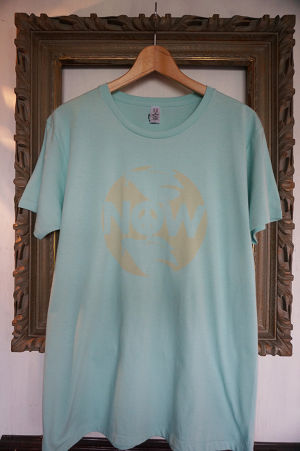 "STENCIL-TEE ""NOW【LIGHT BLUE】"""