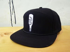 [ by Parra ] 6 panel king hat hanging