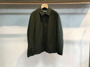 "UNIVERSAL PRODUCTS.""SHORT COACH JACKET OLIVE"""