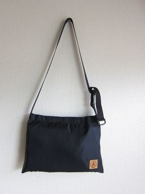 A WAGON SHOP : MA-1 サコッシュ<Black>