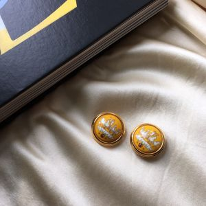 HERMÈS yellow enamel earrings with horse & carriage