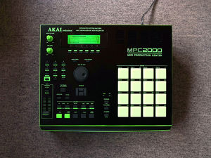 "MPC2000 ""FLG"" custom by ghostinmpc (32MB RAM, MO DRIVE, 8MB Flash ROM)"