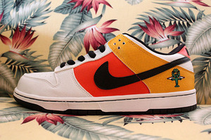 """NIKE DUNK LOW PRO SB Roswell Rayguns """"Away"""""""