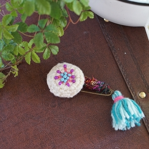 BLUEARTH  Fair Trade Knitted Brooch ニッティングフェアトレードブローチ