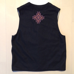 Embroidery wool vest / Medium / Black