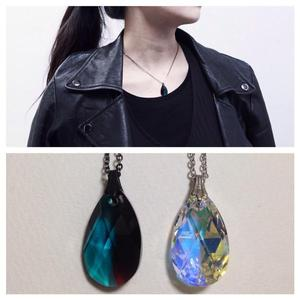 LIQUID CRYSTAL NECKLACE