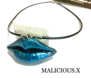 lip necklace  /  blue