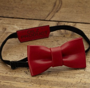 OILZ lether bowtie saddle red