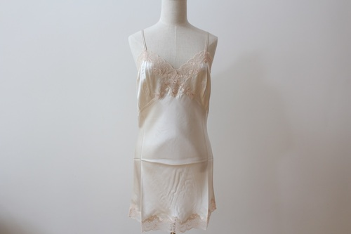 【ONLY HEARTS】ショートスリップ シルク100 Ivory/Black