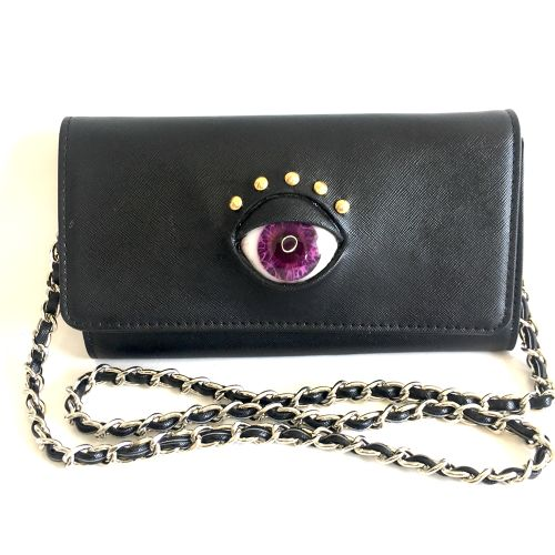 eye wallet shoulder