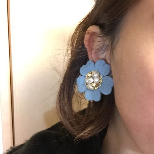 e76 leather flower earring(blue)