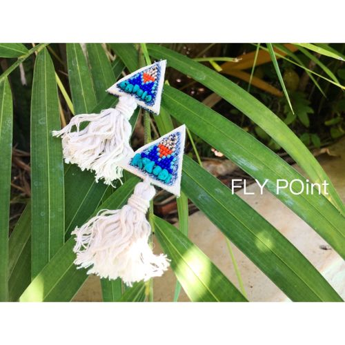 - pyramid tassel pierce <white> -