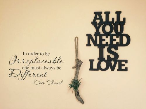 All You Need Is Love Wood Wall Objet